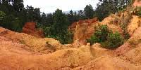 Le Colorado Provençal se situe sur la commune de Rustrel dans le massif du Luberon - Vaucluse 84400 - couleurs-bretagne.fr